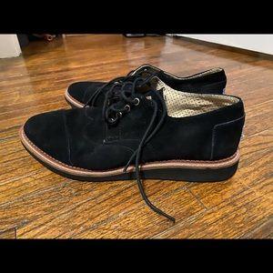Men's Tom's size 10.5 black suede shoes.